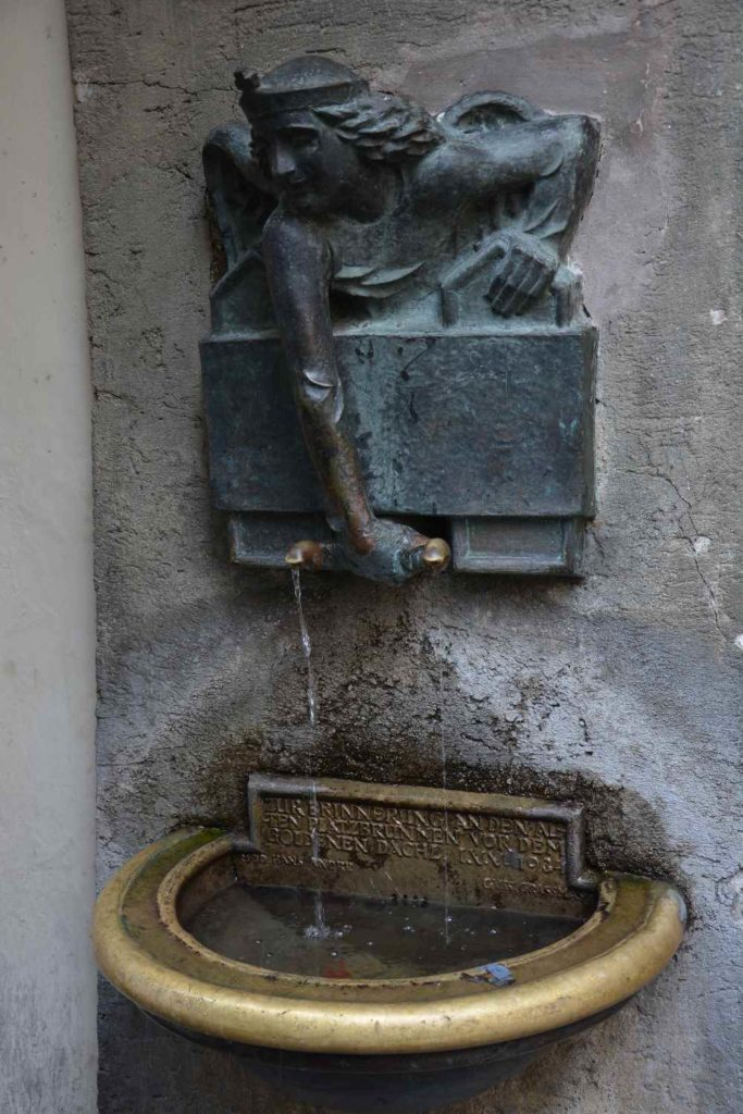 Das weiß fast niemand: Das Goldene Dachl hat auch einen Brunnen