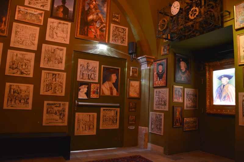 Der erste Raum der Multimedia Show über das Erbe Kaiser Maximilians