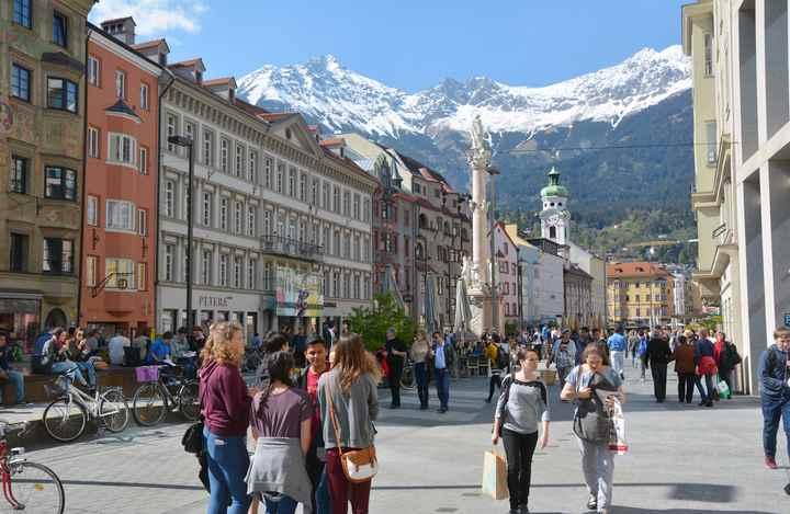 Von der Hofkirche Innsbruck ist es nicht weit in die Prachtstraße der Altstadt
