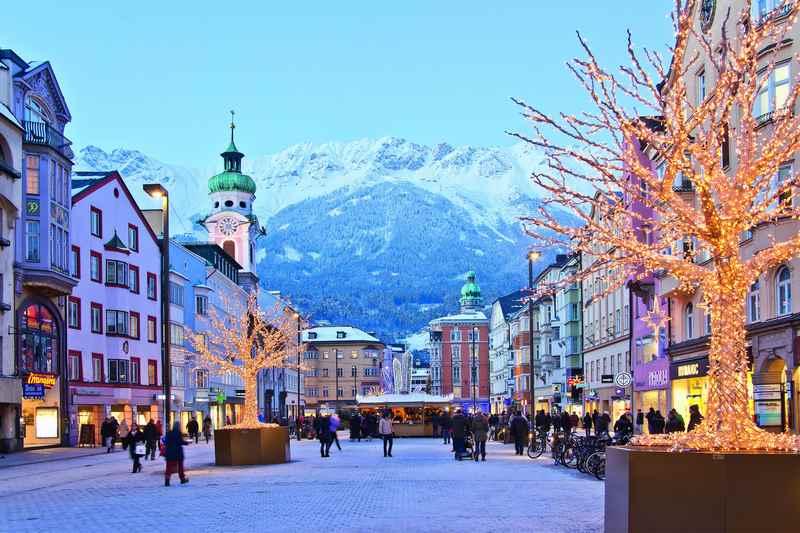 Im Advent einen Bummel durch die Maria Theresienstraße, so schön ist der Weihnachtsmarkt Innsbruck, Foto: Alexander Tolmo