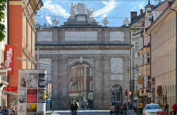 Die Triumphpforte in der Maria Theresien Straße Innsbruck