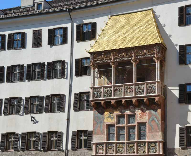 Das Goldene Dachl beim Helblinghaus in Innsbruck