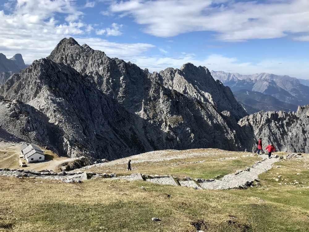 15 Minuten Aufstieg von der Bergstation am Hafelekar bis zur Hafelekarspitze im Karwendelgebirge