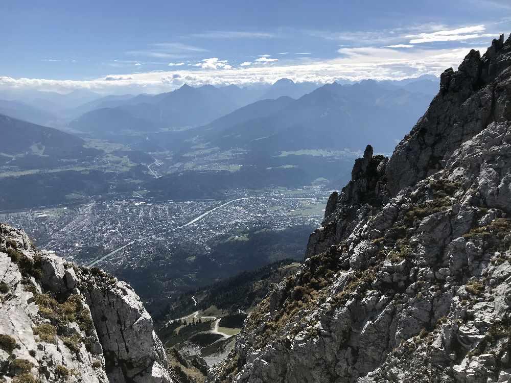 """Der Blick auf die Stadt vom """"Top of Innsbruck"""" - der höchsten Sehenswürdigkeit der Stadt in den Alpen"""