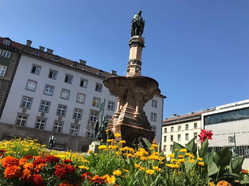 Bozner Platz Innsbruck - mit dem imposanten Rudolfsbrunnen
