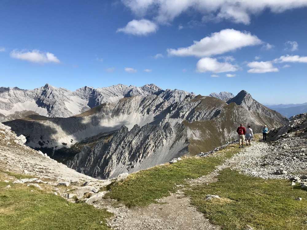 Dein Blick ins Karwendel am Hafelekar! Ohne Anstrengung oder Wanderung. Wer wandern möchte, kann hier aber auf dem bekannten Goetheweg wandern.