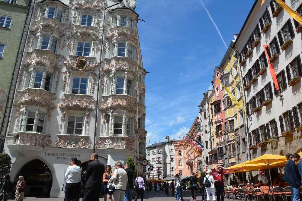 Innsbruck - größte Stadt in Tirol mit den prachtvollen Häusern in der Altstadt