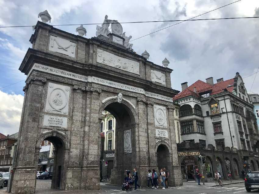 Die Triumphpforte Innsbruck von der anderen Seite gesehen