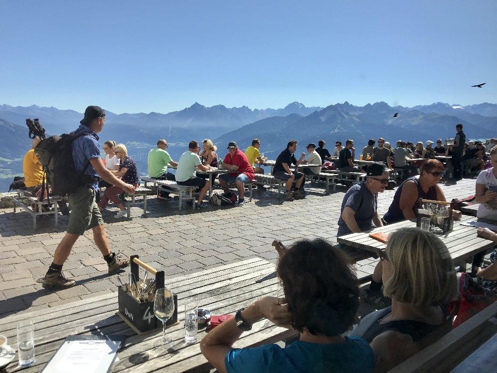 Restaurant Seegrube - auf der Aussichtsterrasse triffst du sie alle