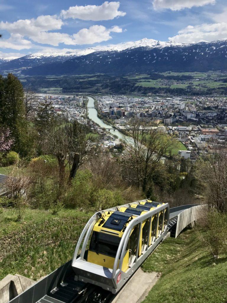 Mit der Hunbergburgbahn in den Innsbrucker Stadtteil Hungerburg