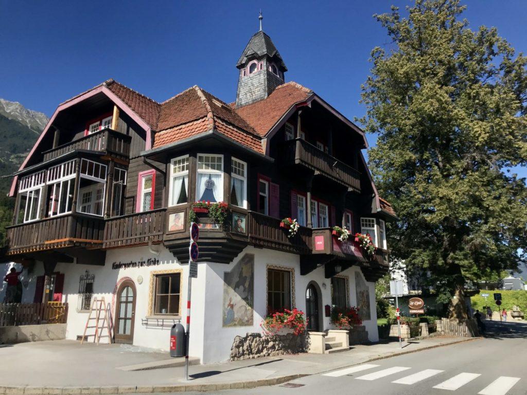 Im ehemaligen Gasthof Linde ist nun der Kindergarten auf der Hungerburg untergebracht
