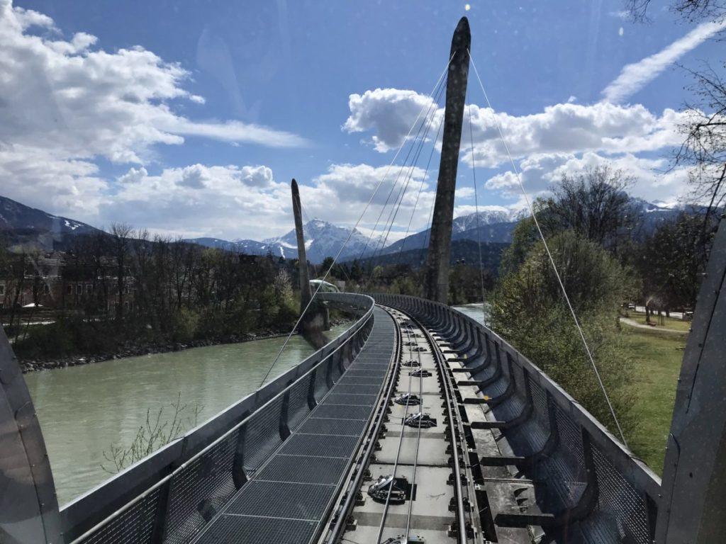 Mit der Hungerburgbahn geht´s über den Inn