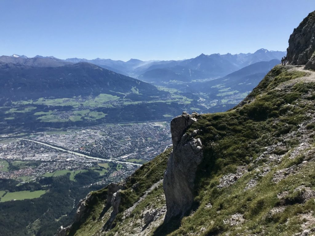 Innsbruck wandern - was für Perspektiven! Hier am Goetheweg im Karwendel