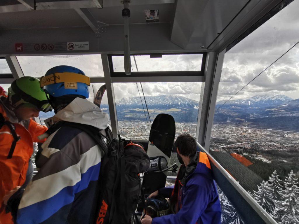 Skigebiete Innsbruck - mit der Nordkettenbahn aus der Stadt auf der Piste