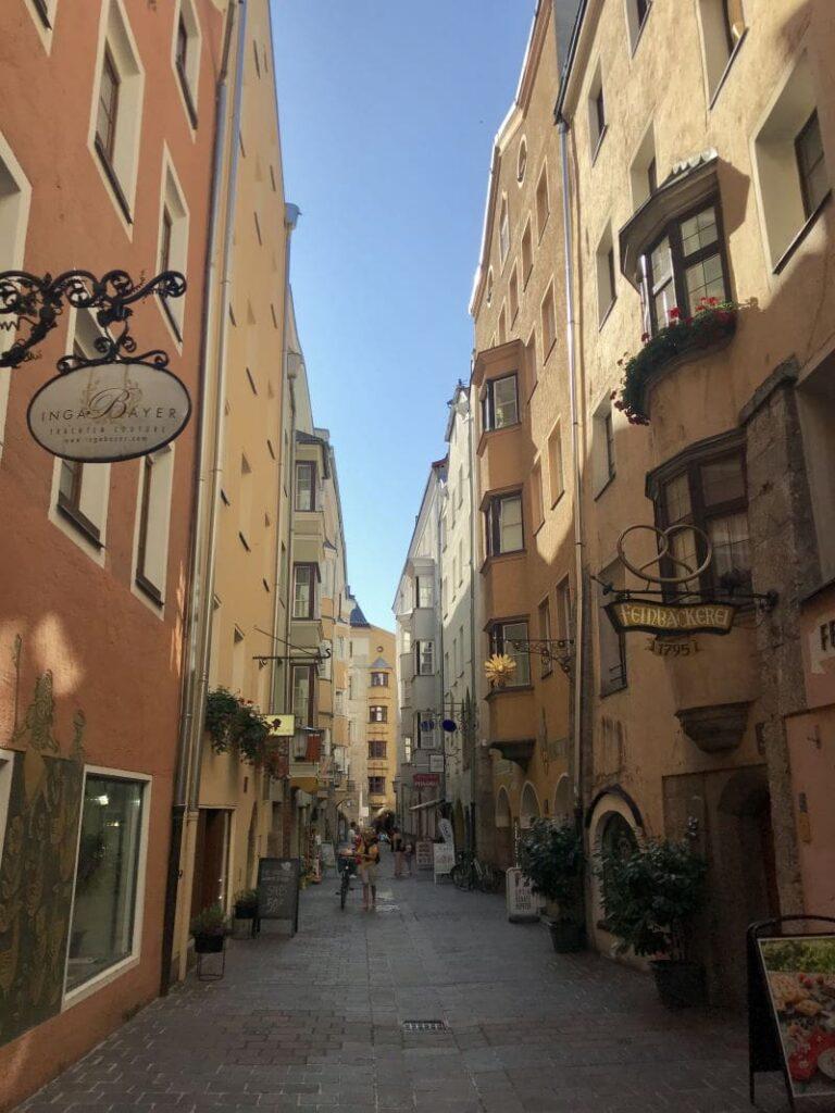 Innsbruck Shopping in den kleinen Gassen der Innenstadt