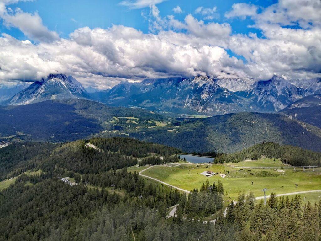 Innsbruck Berge - Ausblick von der Rosshütte Seefeld auf das Wettersteingebirge